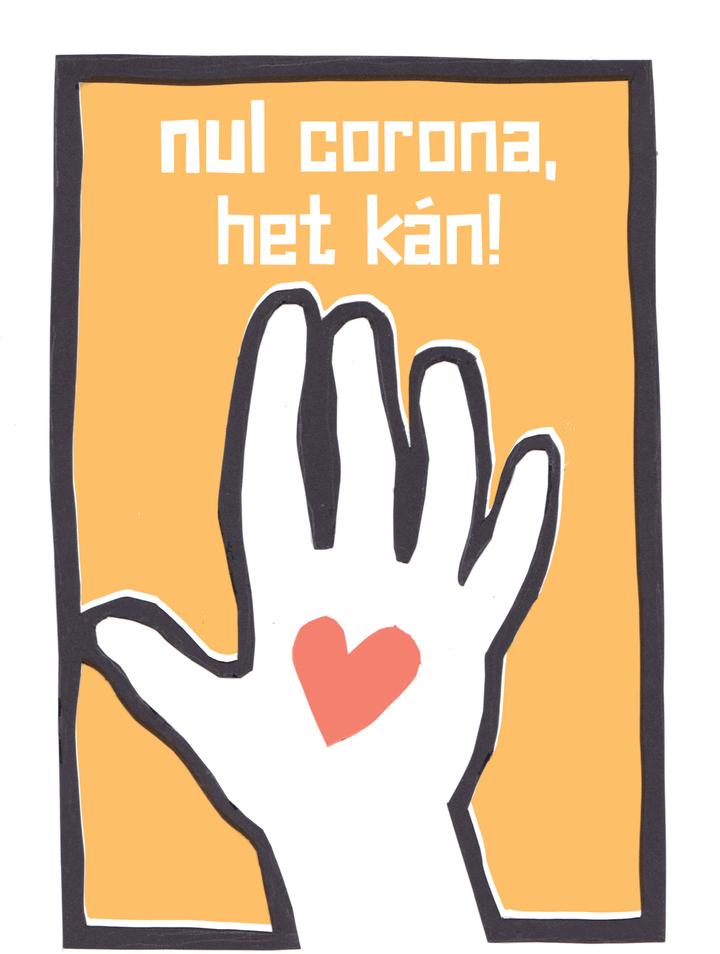 """[ID: Poster nummer 1. Een poster met oranje achtergrond, met in het midden een geknipte vorm van een hand, met een rood hartje op de handpalm. Boven de hand staat de tekst """"Nul Corona, het kán!"""".] Naar nul - het kan nog steeds en is nodig Het duurt - als alles meezit - nog tot eind dit jaar voordat verstrekte vaccins op grote schaal ziekte voorkomen. Wie gevaccineerd is, wordt meestal niet of minder ziek maar kan het virus nog steeds doorgeven. Vaccineren gaat traag, besmettingen gaan snel, zeker bij hoge circulatie. Een indampauze is nu nodig, met alle manieren om verspreiding tegen te gaan: degelijke maskers, ventilatie/luchtfiltering, verplaatsing van activiteiten naar de buitenlucht en minder tijd doorbrengen in binnenruimtes. Maar de kentering die in Nederland eerst en vooral nodig is, is politiek: in de landelijke aanpak en officiële aannames, met een expliciet einde aan het impliciete verspreidingsbeleid. Een keuze voor solidariteit en preventie, de organisatorische kant op peil brengen, en heldere communicatie zonder ontkenning of misleiding."""