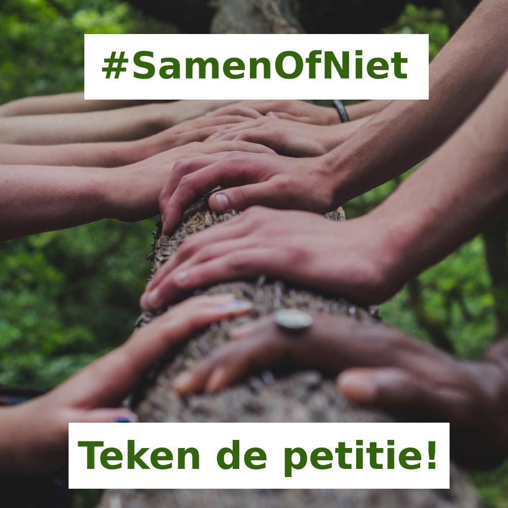 """een aantal handen met diverse huidskleuren liggen op een boomstam. Als achtergrond de groene bladeren van de boom. Linksboven in groene tekst in een wit vlak: """"#SamenOfNiet"""" en midden onderaan op dezelfde manier de tekst """"Teken de petitie!"""""""